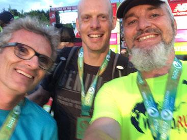 Lie Staffel erfolgreich im Ziel vlnr: Joachim Wocher (Rad), Daniel Bichler (Schwimmen), William Brendle (Laufen)