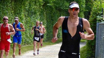 Mario Weise läuft beim Erbach Triathlon aufs Podest in der AK 35