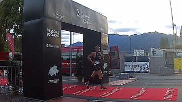 Philip Schädler als Fünfter im Ziel beim Triathlon Locarno