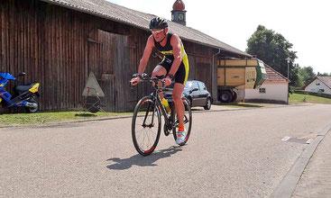 Jörg Scherle finisht als 14. seiner Kategorie den Ironman 70.3 in Rapperswil (Foto: Dowe)