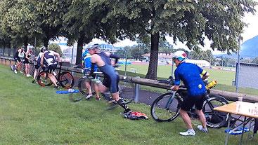 """Ein für Triathleten ungewohnter """"Le-Mans""""-Start beim Radfahren"""