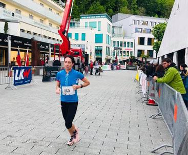Nicole Klingler im Zieleinlauf - 7. Gesamtrang trotz Fussverletzung