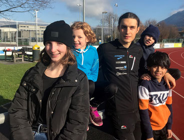 Michele Paonne mit einigen Tri-Kids