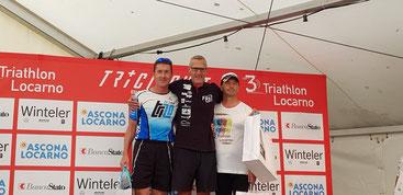 Hans Karner (3. vl) schaffte es in Locarno auf das Siegerpodest