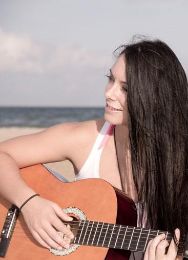 Djane Sängerin Helen tritt als Hochzeitssängerin auf. Sie ist in Deutschland und der ganzen Schweiz unterwegs.
