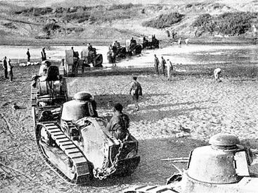 Französische Panzer beim Übergang über die Ouerrha
