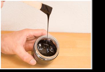 Öle und Wachse pigmentieren: Pigment kräftig einrühren