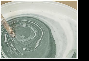 Wandfarben pigmentieren: Pigmentmischung gleichmäßig einrühren