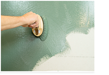 Wandfarben pigmentieren: auftragen der pigmentierten Wandfarbe