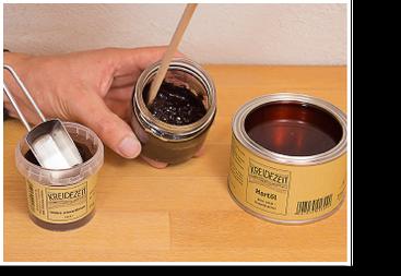 Öle und Wachse pigmentieren: Pigment mit Rührholz einarbeiten