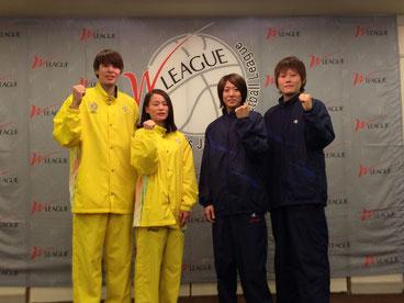 (左から)JX渡嘉敷選手、JX新原選手、デンソー藤原選手、デンソー髙田選手