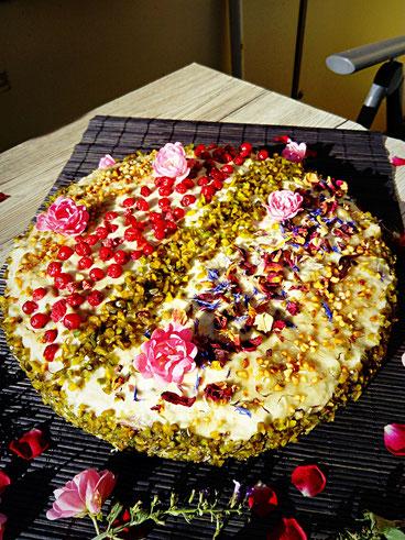 Orientalische Rosen- Pistazientorte