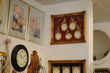 輸入雑貨 エンジェル 天使 壁掛け 写真フレーム 樹脂製 ダマスク柄 ダマスクローズ 5窓 ファミリー フォトフレーム ゴールド