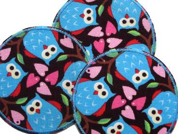 Bild: Cordflicken für kaputte Cordhosen mit bunten Eulen, Bügelflicken mit Eulen und Herzen