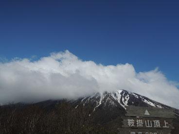 鞍掛山頂上から望む岩手山。やはり大きいなあ~