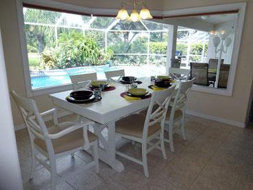 Villa-Catch-The-Sun Dining area with aquarium windows