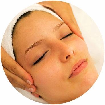 massage facial japonais, bienfaits, séance, rajeunir, effet liftant, coup d'éclat, améliortion circulation sanguie, diminution rides, imperfections, rides, assoupliseement de la peau, modelage japonais