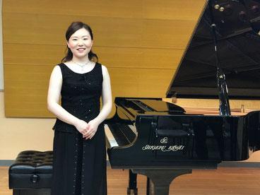 終演後の一枚。Shigeru Kawai で演奏させていただきました。