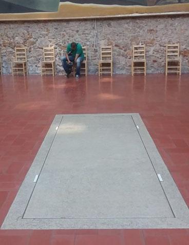 Надгробная плита Сальвадора Дали на сцене Театра-музея