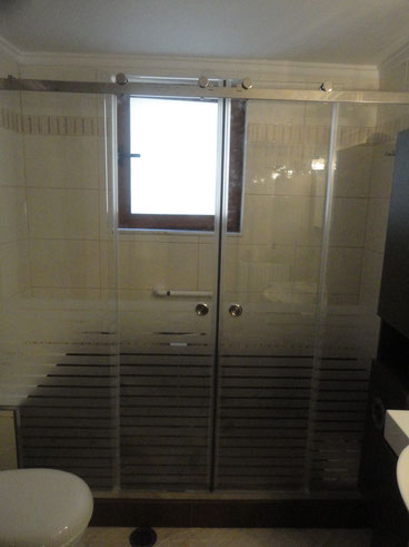 συρόμενη ντουζιέρα για το μπάνιο καμπίνα ιορδανίδης αργυρούπολη