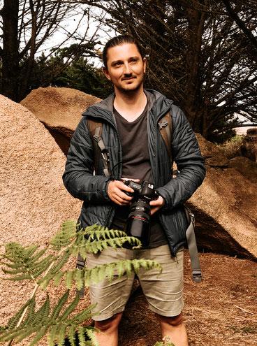 Autoportrait de Stephen Meslin, photographe de mariage à Rennes, en Bretagne.