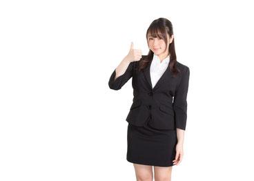 オッケーサインを出す女性の画像です