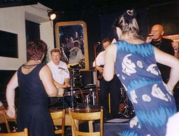 Neue Welt 2002 Der Punk geht ab