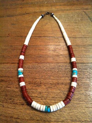 インディアンのサントドミンゴ族のネックレス。 10年以上放置してたけど引き出しから出てきたんで装着! 変に気に入ってしまい2日連続でつけてみた、。夏っぽくて悪くなくない?www