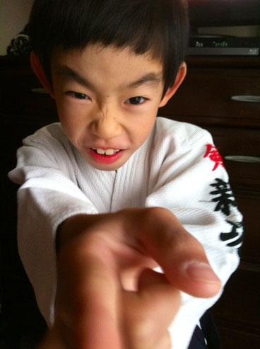 剣道の初試合です!今朝、早々と出て行きました。 4回勝て優勝するって言ってたけど、実力が伴ってないからな~、、、(汗)