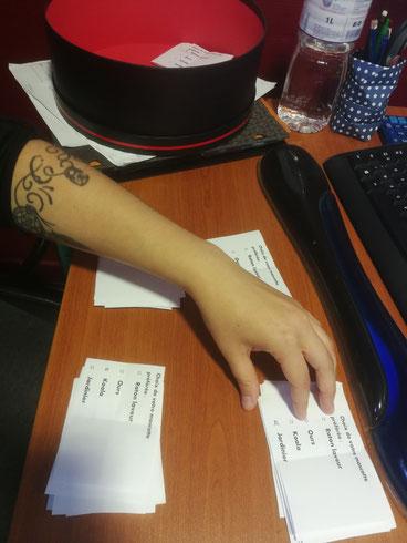 La main innocente qui a dépouillé les bulletins de vote. 😊