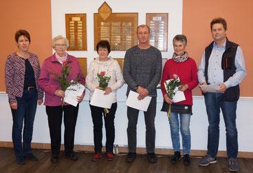 v.l.: Thekla Dyck (1. Vors.), Marianne Janzen (50 Jahre), Käthe Nissen (40 Jahre), Ulf Jensen (40 Jahre), Birte Andresen (50 Jahre), Hans-Heinrich. Andresen (50 Jahre)