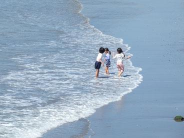 ちびっ子もポカポカだから少し海冷たくても大丈夫!