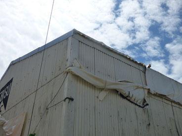 お店は屋根のテントが破けましたが建物が無事なので良かったです。