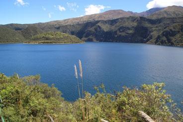 La lagune bleue de Cuicocha