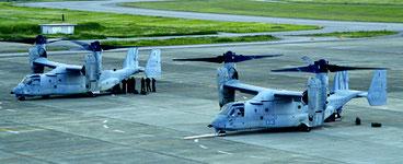 オスプレイ2機が緊急着陸した=29日、石垣空港