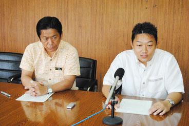 TBSのお見合い番組の放送中止を発表する中山市長と須藤企画部長=28日午後、市役所