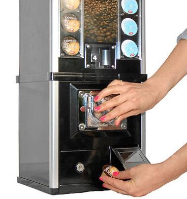 Verkaufsautomat mit Münzeinwurf für Kaffeekapseln