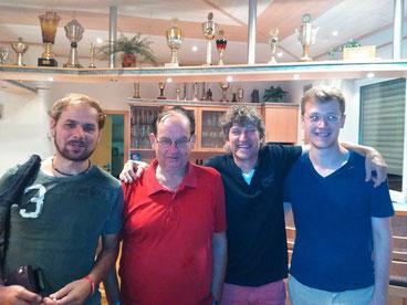 """Die siegreiche Mannschaft des TVE mit Oli Sponsel, """"Altmeister"""" Helmut Philipp, Heiner Kressmann und Christoph Pfrenzinger."""