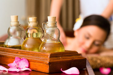 Entspannungsmassage mit dem duftenden Öl oder Massagebutter Verden