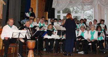 Viel Freude am Singen haben die GENiAListen jeden Montag im Bürgerhaus (Foto: GENiAL)