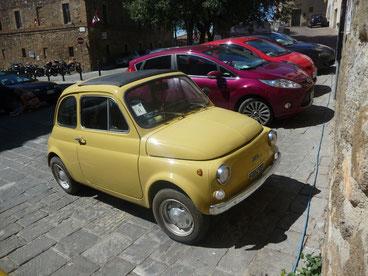 Fiat 500em Florença, marca do design e cultura na Itália