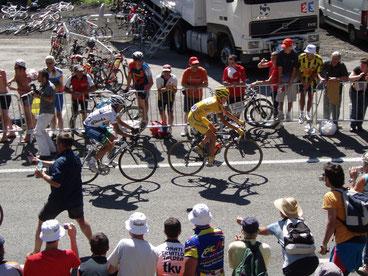 Lider do Tour de France subindo um dos Cols dos Pirineus