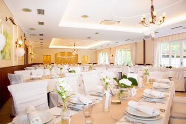 ® Birkenhof Gols Hochzeit - Festsaal, gedeckte Hochzeitstafel