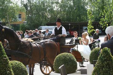 ® Birkenhof Gols Hochzeit - Fahrt in der Pferdekutsche