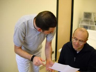 Il Dottor Carlo Azzaroli con un collaboratore