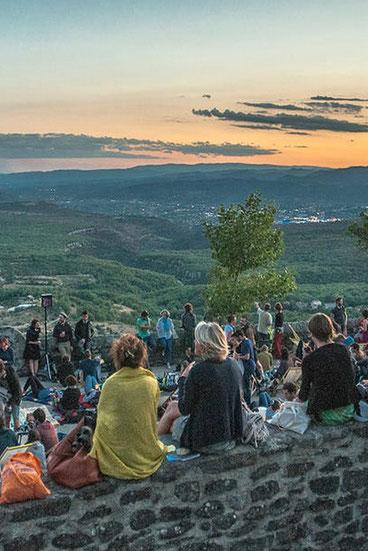 Lussas offre un écrin tout Ardéchois à son festival du film documentaire.
