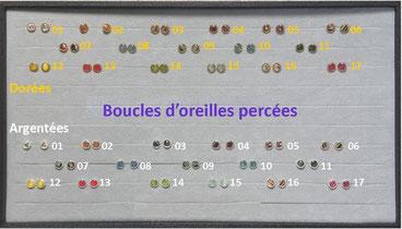 Boucles d'oreilles percées (type bouton) dorées ou argentées. Décors divers.