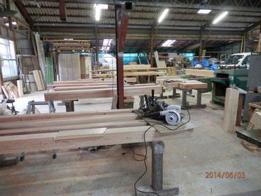 自社加工場で、数奇屋門の製作中です。