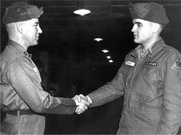 Als Elvis (re.) 1958 für ein Manöver der US-Army kurzzeitig in Grafenwöhr stationiert war, war die Oberpfalz so sexy wie nie. An diese Zeit möchten die Brüder Wammerl gerne wieder anknüpfen.