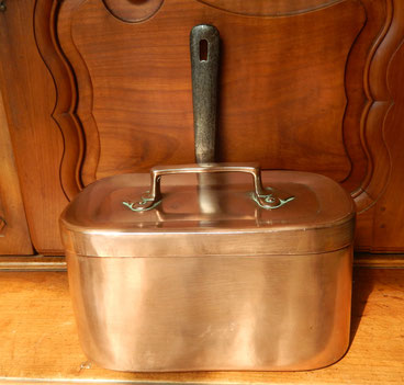 daubière en cuivre ancien .cuisine casserole,marmite
